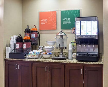 Breakfast area | Comfort Suites Minot