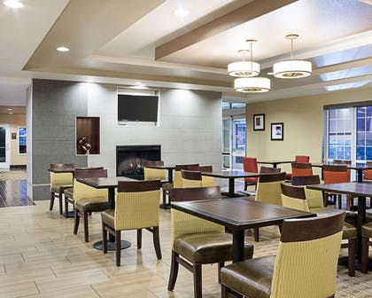 Breakfast room | Comfort Suites Minot