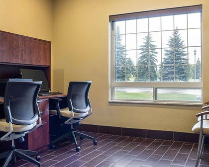 Business center | Comfort Suites Minot