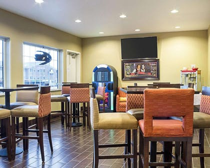 Cocktail lounge | Comfort Suites Minot