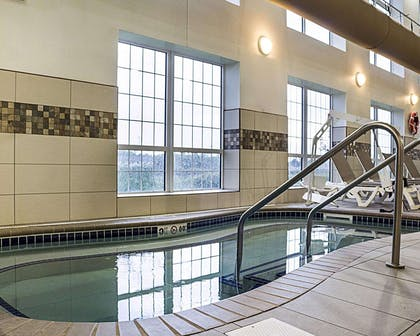 Indoor hot tub | Comfort Suites Minot