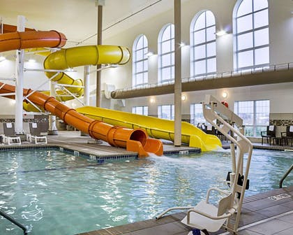 Indoor pool | Comfort Suites Minot