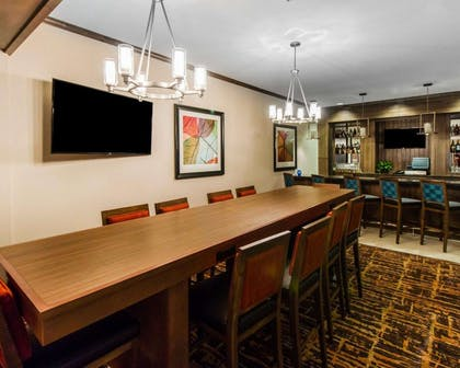 Cocktail lounge | MainStay Suites Event Center