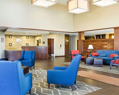 Lobby with sitting area | Comfort Suites Medical Center
