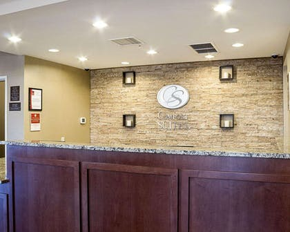 Front desk with friendly staff | Comfort Suites Medical Center