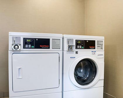 Guest laundry facilities | Comfort Suites Medical Center