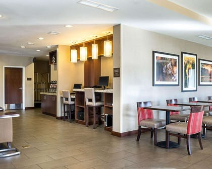 Enjoy breakfast in this seating area | Comfort Suites Medical Center