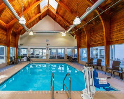 Indoor heated pool | Comfort Inn At The Zoo