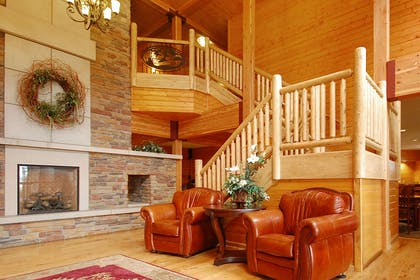 Hotel lobby | Norfolk Lodge & Suites, an Ascend Hotel Collection Member