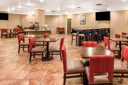 Spacious breakfast area | Comfort Inn & Suites Omaha Central