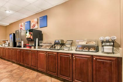Breakfast counter | Comfort Inn & Suites Omaha Central