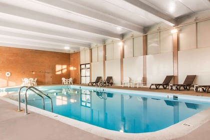 Indoor heated pool | Comfort Inn & Suites Omaha Central