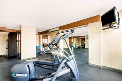 Exercise room | Comfort Inn & Suites Omaha Central