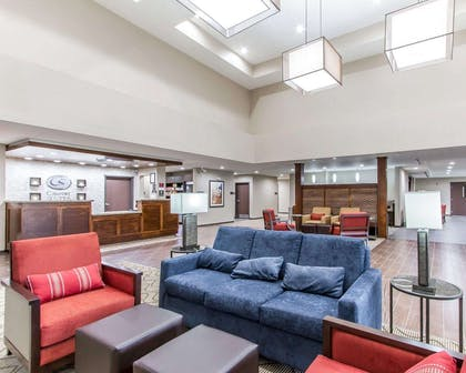 Lobby with sitting area | Comfort Suites West Omaha