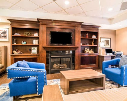 Lobby with sitting area | Comfort Inn & Suites Dover-Portsmouth