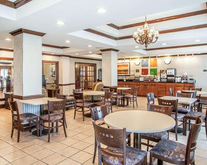 Enjoy breakfast in this spacious area | Comfort Inn And Suites