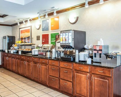 Free continental breakfast | Comfort Inn And Suites