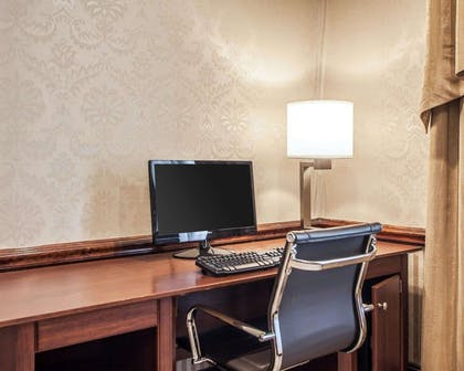 Business center | Comfort Inn And Suites