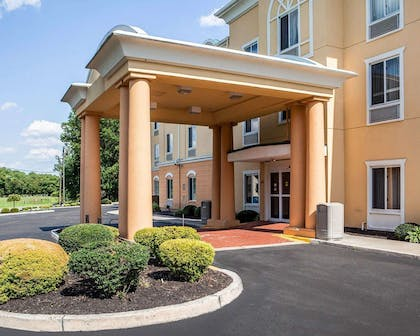 Hotel entrance | Comfort Inn And Suites