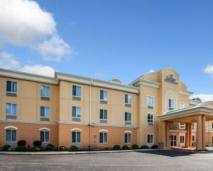 Side view of hotel | Comfort Inn And Suites