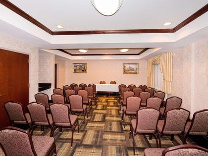 Conference room | Quality Suites NYC Gateway