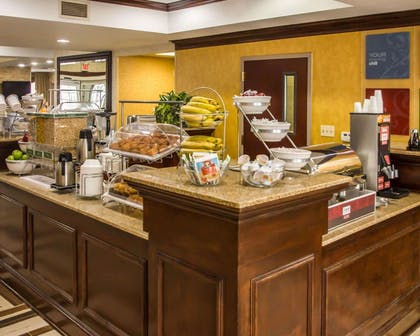 Breakfast counter | Quality Suites NYC Gateway