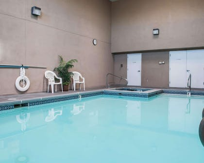 Indoor pool with hot tub | Econo Lodge Old Town