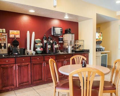 Free breakfast | Econo Lodge Old Town