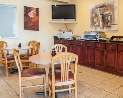Breakfast room | Econo Lodge Old Town