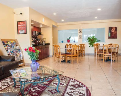 Breakfast area in the lobby | Econo Lodge Old Town