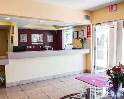 Front desk | Econo Lodge Old Town