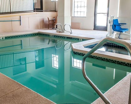 Indoor pool with hot tub | Comfort Inn - Midtown