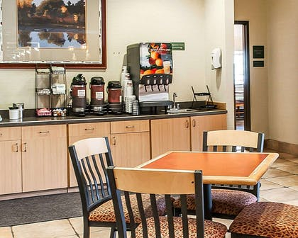 Free hot breakfast | Comfort Inn - Midtown