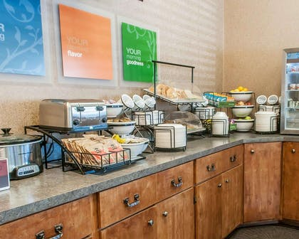 Breakfast counter | Comfort Inn - Midtown