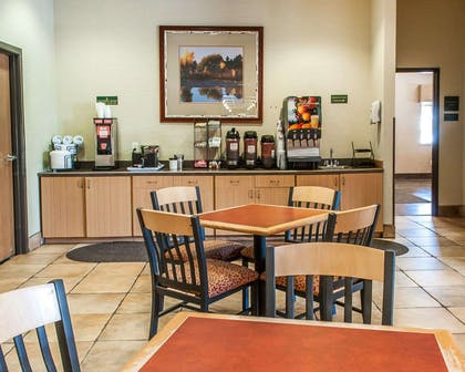 Breakfast area | Comfort Inn - Midtown