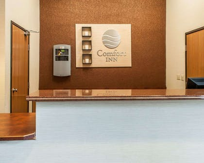 Front desk | Comfort Inn - Midtown