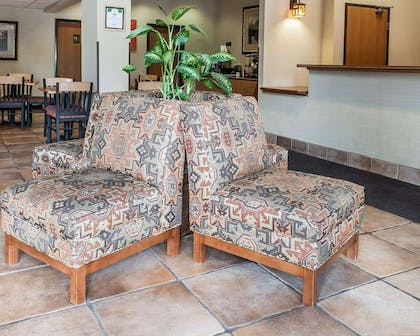 Lobby with sitting area | Comfort Inn - Midtown