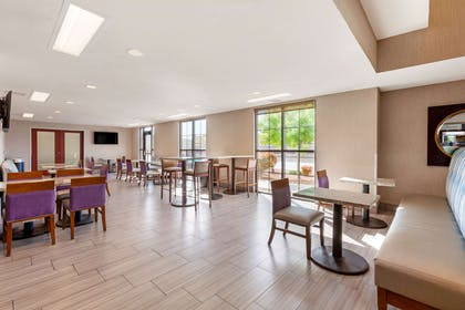 Breakfast area | Comfort Suites Las Cruces I - 25 North