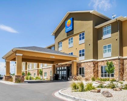 Hotel entrance | Comfort Inn & Suites Artesia