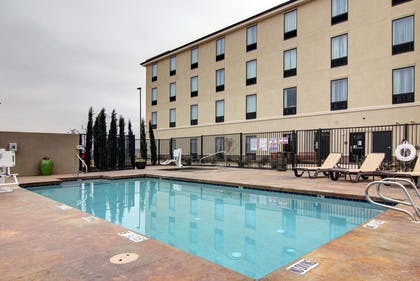 Outdoor pool with sundeck | Comfort Suites Carlsbad