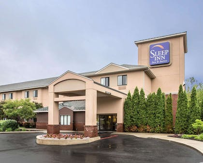 Hotel entrance | Sleep Inn & Suites Queensbury - Glen Falls