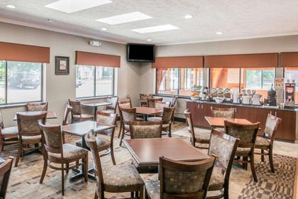 Enjoy breakfast in this spacious area | Comfort Inn Corning