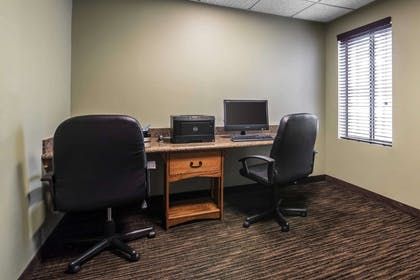 Business center | Clarion Inn & Suites - University Area