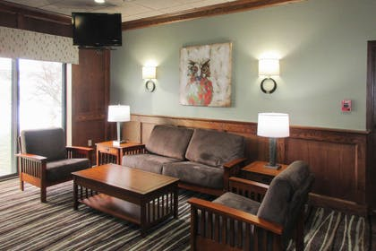 Hotel lobby | Clarion Inn & Suites - University Area