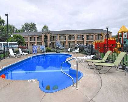 Outdoor pool with sundeck | Econo Lodge At The Falls North