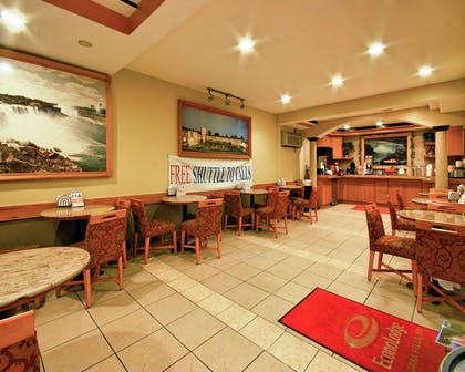 Enjoy breakfast in this seating area | Econo Lodge At The Falls North