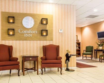 Lobby with sitting area | Comfort Inn Binghamton I-81