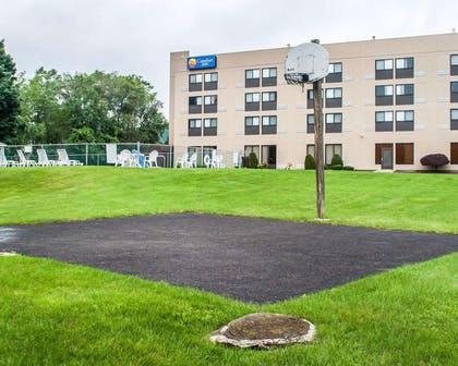 Picnic and play areas | Comfort Inn Binghamton I-81