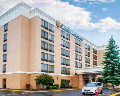 Hotel shuttle available   Comfort Inn & Suites Watertown - 1000 Islands