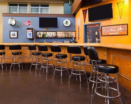 Hotel bar | Comfort Inn & Suites Airport